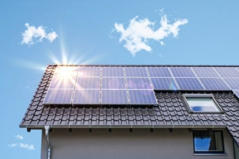 Zonnepanelenpremie moet helpen om tegen 2025 40% meer te halen uit zonne-energie